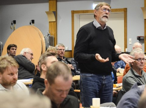 Professor: Reidar Borgstrøm kom med kritiske innspel i debatten om villrein og turisme. Konferansesalen på Quality Hotel Vøringfoss var fullsett under Hardangervidda villreinutval sitt møte laurdag, og det var høg temperatur i debatten.