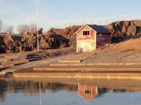 Det gamle naustet ved Kvalsvik bad i Haugesund er revet.