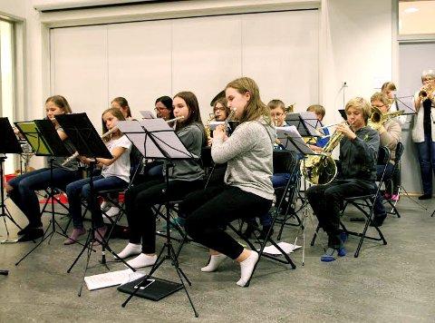 Vefsn skolekorps: Korpset trenger stadig nye unge musikere. Korpset ledes av Saska Cvijanovic.
