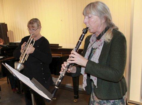 Musikk: Toril Fosby (venstre) og Ragni Einmo spiller på lunsjkonserten fredag. Da får de også med seg Brith-Johanne Nikolaisen. foto: Jon steinar linga