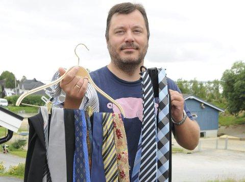 VALGETS KVAL: Stig Tore Skogsholm er ikke i tvil om hva han skal stemme, men han bruker kanskje tid på å velge slips for anledninga? Ordførerkandidaten er uansett klar til velkledd verv