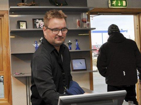 920c36a7 VARIG: Ragnar Olufsen har jobbet på Aksis-butikken i 4 år. Nylig fikk