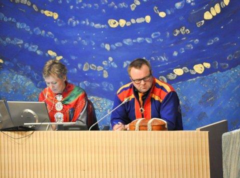 Leder Jørn Are Gaski og nestleder Anita Persdatter Ravna i plenumsledelsen på Sametinget.