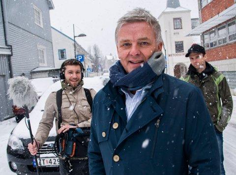 I HAMMERFEST: Programleder Tom Strømnæss og TV-team, her avbildet da Åndenes makt var i Hammerfest i mars 2015.