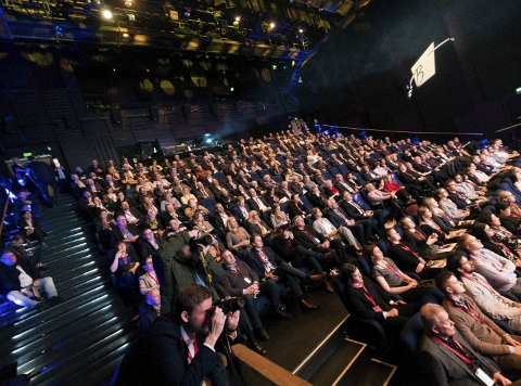 PÅ PLASS: Fullsatt konferansesal, til tross for at været gjorde at mange påmeldte ikke rakk fram.