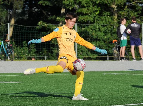 KEEPERTALENT: Oscar Gåsland i aksjon for Brynes andrelag i sommer.