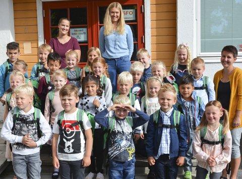 Fornøyde: Førsteklassingene i Kragerø synes det er greit å begynne på skolen, viser brukerundersøkelsen som kommunen har gjennomført. Her er elevene som begynte i Sannidal.Foto: Per Eckholdt