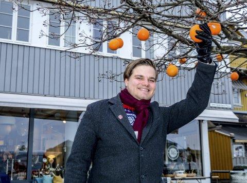 Høster: – I Kragerø vokser det til og med appelsiner på trærne. sier Tobias Drevland Lund, nyvalgt leder i Rød Ungdom.