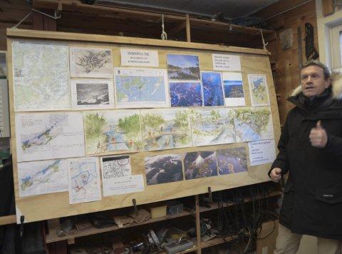 Presenterte: Kåre Preben Hegland, leder i historielaget, presenterte planen på Bråtøy for formannskapet.