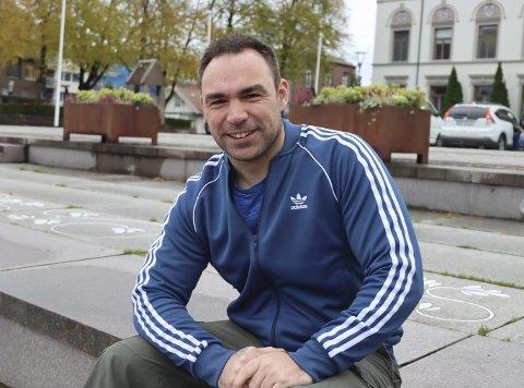 Kontaktet pors: Kevin Svensson kontaktet Pors fordi han ønsker å være en del av miljøet i Vestsida-klubben. Han tenkte høyt på et nytt gatelag, og styret i Pors hoppet av glede i stolen. Nå blir gatelaget en realitet.