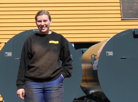 Erin Løvstad fra Kragerø er lærling hos Optimek AS på Brokelandsheia. Også bedriftens eiere er fra Kragerø.