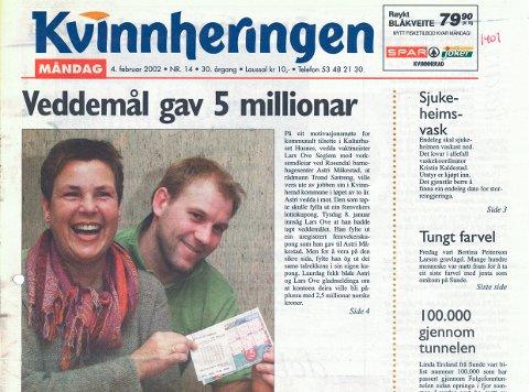 Astri Måkestad og Lars Ove Seglem, to glade lottomillionærar i 2002.