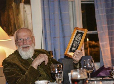 GODT HUMØR: Gaver og taler, god mat og hyggelig selskap ble satt pris på av hovedpersonen selv, Oddvind Ørbeck.