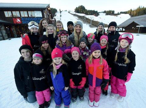 SILVERGIRLS: For jentene som kjører på snøbrett i KIF har selvsagt Silje Norendal (i midten bakerst) vært det store forbildet. Her fra en samling i Funkelia 1. juledag 2015. FOTO: OLE JOHN HOSTVEDT