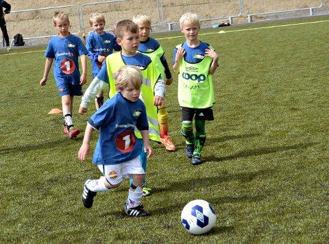FOTBALSKOLE: Mandag sparkes Skrims fotballskole i gang med 183 deltakere. FOTO: OLE JOHN HOSTVEDT