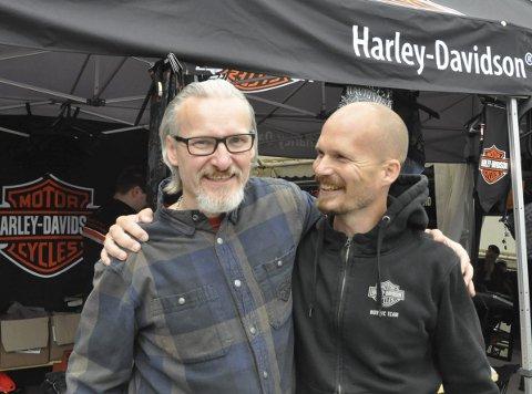 Fornøyd: Harley-forhandler Reidar Samuelsen og sjefen for Harley Davidson i Norden, Thomas Magnussen koste seg i Svolvær.