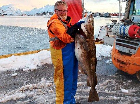 ÅRETS FØRSTE: Knut Sandmo med sin aller første kaffetorsk. Den veide 30 kilo og er årets første.