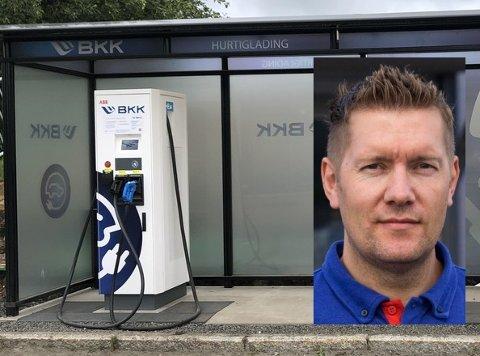 Kjøpmann Kent Kristoffersen sa raskt ja da han fikk spørsmål om å sette av plass til ladestasjoner for elbil utenfor Rema-butikken på Leknes.