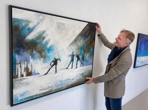 HJEMME: – Dette har jeg gledet meg til. Det blir spennende å vise nye arbeider her i Moss, sier Lars Løken som bor på Jeløy. (Pressefoto)