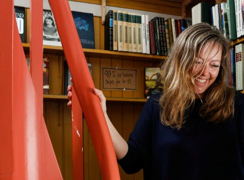 FLYTTER: Etter å ha vært leder ved Vikna frivilligsentral i seks år, gir Ann Heidi Buvarp nå stafettpinnen videre - og selv flytter hun til Ørlandet og begynner i ny jobb som daglig leder i Bjugn frivilligsentral.