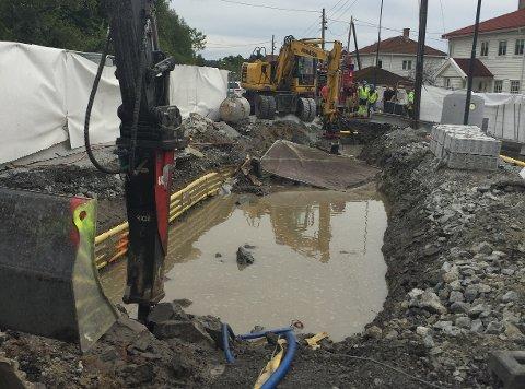 LEKKASJE: Brudd på hovedvannledningen mellom Sæter og Ljabru gjør at mange nå er uten vann eller har fått brunt vann.