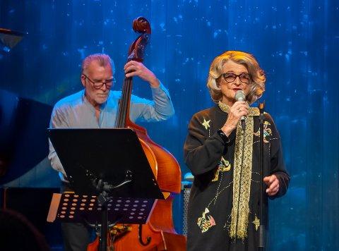 DRONNINGEN: Selveste Karin Krog, her sammen med ikke mindre legendariske Bjørn Alterhaug, spilte for fulle hus på jazzklubben torsdag kveld.