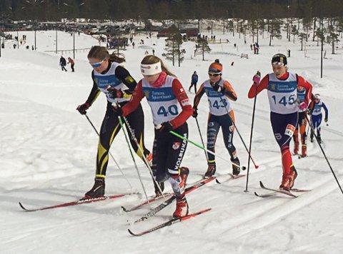 Synne Dragerengen, Nora Røise, Iselin kjeldsberg og Ida Holmstad i en tett fight på Lygna.