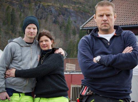 SNEKKERHJELP: Robert Aurstad og Katrine Engebretsen får hjelp av Otto Robsahm i Sinnasnekker'n.
