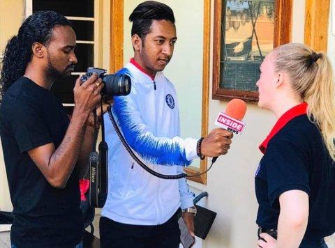 POPULÆR: Det var mange som ville snakke med Willa Schou i forbindelse med løpet på Mauritius.
