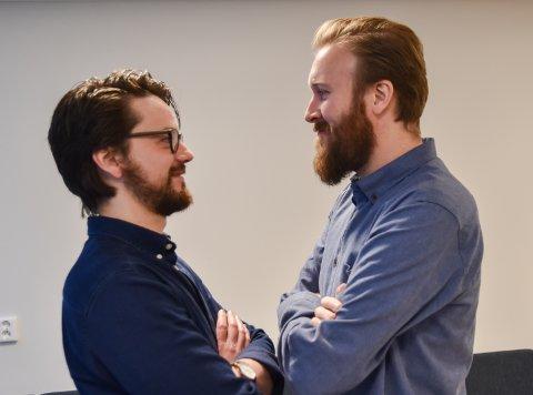 LIKE: Jonas Martinsen fra Hamar og Jonas Martinsen fra Mjøndalen begynte begge i ny jobb som norsklærere på ELVIS i høst.