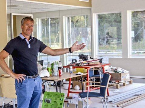 FORNØYD: Styreleder Jørn Andersskog forteller at han opprinnelig var skeptisk til beliggenheten til det nye klubbhuset. Nå som det begynner å ta form, er han fornøyd.