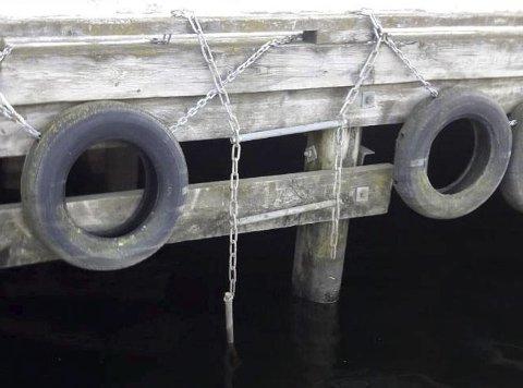 SKAL RYDDE OPP: Grunneier Grenland Havn sier de skal reparere ødelagte stiger og vurderer utskifting av kjettingstigene ved brygger langs Porsgrunnselva.