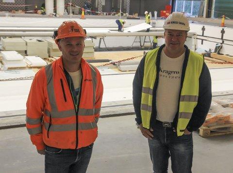 BYGGHERRENE: Anders Skarvang og Ove Bottolfs i Kruse Smith har ansvaret for anleggsprosessen på Kjølnes.