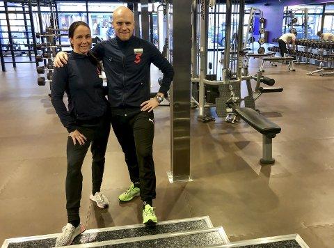 DET NESTE STEGET: Tanja Sundt (gruppeinstruktør) og Jørn Gulliksen (senterleder) er klare for å ønske nye medlemmer velkommen.