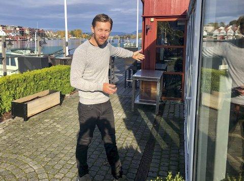FYLLES: – Det er fortsatt ledige bord, men ønsker du å komme til oss begynner det å haste, sier Café Osebro-driver Knut Mjåland.