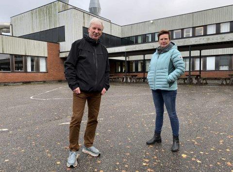 GIR IKKE OPP: Olav Havstad og Karin Bråstøy Skeimo i interessegruppa for ungdomsskolen på Stridsklev gir seg ikke før elevene er flyttet til Tveten.