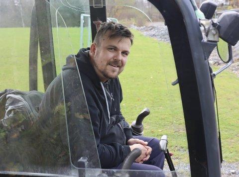 Karl Arne Wilhelm «Kalle» Norstrøm i Eidanger er en av mange som jobber dugnad i idrettslagene i Porsgrunn. De har jobbet for over 100 millioner de siste 10 årene.