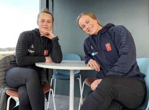 Fornøyde: Thea og Vilde Bakås angrer ikke på at det grep sjansen da Larvik HK kom på banen i mai i fjor. Begge får spille regelmessig og bidrar til at klubben er på god vei tilbake til eliteserien.