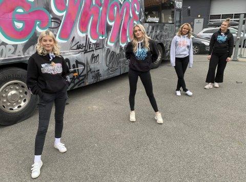 Uaktuelt: Porsgrunnsjentene Aurora Heimholt (18), Julia Nilsen (18), Nora Ellingsberg (19) og Kari Mette Amundsen (18) sier det er helt uaktuelt å ta russefeiringen senere på året eller i 2021, slik enkelte arrangører prøver å legge til rette for nå. – Det er nå vi er 18- og 19 år, sier de.
