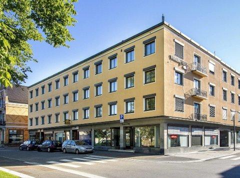 NYTT FORSØK: Tidligere eier la fram flere forslag som aldri lot seg realisere. Det blir ikke flere forsøk på leiligheter med franske balkonger i SKK-bygget. Øygarden og Rose hadde neppe kjøpt bygget uten å ha med arkitektkontor på laget.