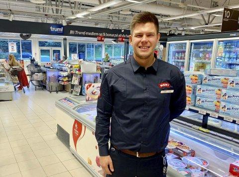 STØRST I PORSGRUNN OG BAMBLE: Thomas Holmberg (29) er butikksjef for den største dagligvarebutikken i Porsgrunn og Bamble. Meny Hovenga omsatte for 97,2 millioner netto i 2019.