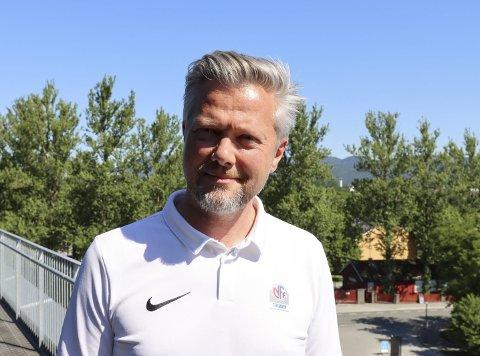 LITT AV EN KABAL: Daglig leder Gaute Brovold i NFF Telemark ser at det blir litt av en kabal som må gå opp for at klubbene skal kunne gjennomføre kampene som er berammet denne høsten.