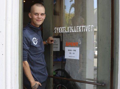 FÅR HJELP AV EIDANGER IL: Joakim Bakke (21) fra Herøya har ruset seg siden han var 13 år. Siden mars har han jobba i Eidanger ILs prosjekkt Sykkelkollektivet i Storgata.