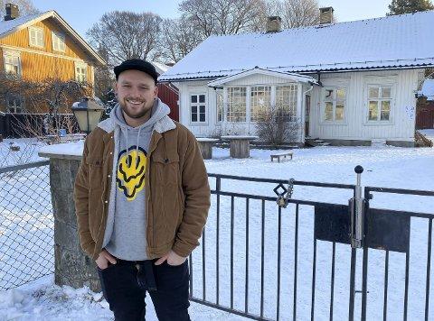 LÆRERIK OPPLEVELSE: Kenneth Johannessen (27) jobber til vanlig som ungdomsarbeider, men har de siste ukene jobbet i Radehuset Barnehage. – Overraskende artig, sier han om tiden i barnehagen.