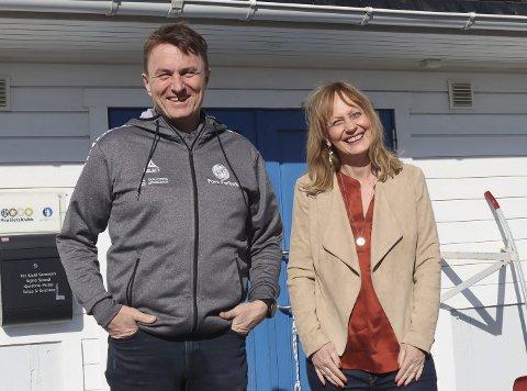 Millionoverskudd: Leder Gert Willumsen og nestleder Trine Heibø Holm fra Pors-styret er strålende fornøyd med årsregnskapet de kunne legge fram på årsmøtet i Pors fotball. Nesten 1,4 millioner i pluss er ikke hverdagskost i klubben.