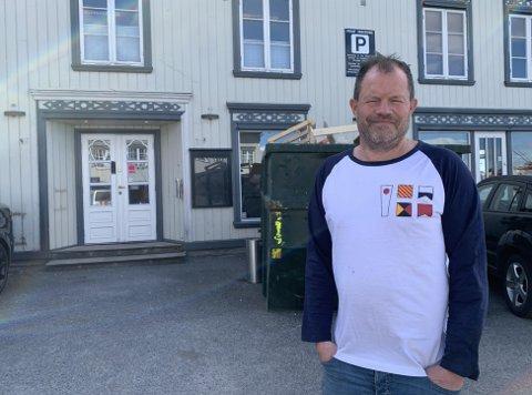 GIR IKKE HELT OPP: Nok en gang har Hans Arne Frøland avlyst og utsatt Porsgrunnfestivalen. Han håper i det minste å få til to konserter med headlinerbanda på Kafe K, som han nå har overtatt.