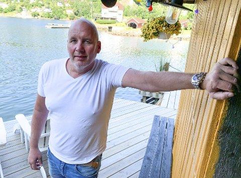 KASTER SEG UTI DET: Truls Gulbrandsen liker å ha det gøy. Denne sommeren kaster han seg ut i det og arrangere konsert på brygga i Langangen. Målet er å fylle fjorden med så mange fritidsbåter som mulig.