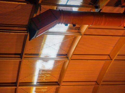 FORSINKET: Ranahallen pusses opp og blir ytterligere forsinket. Den er klar til bruk tidligst i neste måned. Foto: Øyvind Bratt