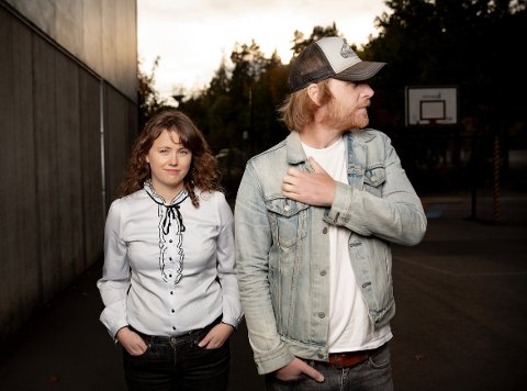 Kan gå til topps: Anne Mette Hårdnes fra Moelv spiller i Sweetheart sammen med blant andre John-Arne Ø. Gundersen.  Bandet er nominert til Spellemannsprisen i countryklassen.