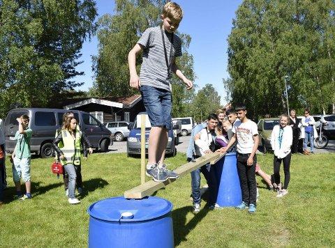 Aslak Moholdt var blant Haugsbygd-elevene som kom seg helskinnet over brua, takket være tett samarbeid mellom elevene og de unge asylsøkerne. Bildet er tatt under mestringsdagen i sommer.